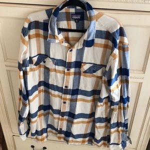 Patagonia Men's 2XL Button Down Cotton Shirt